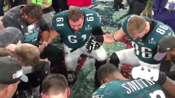 WATCH  Eagles players come together to pray after winning Super Bowl ... ab684c1e5