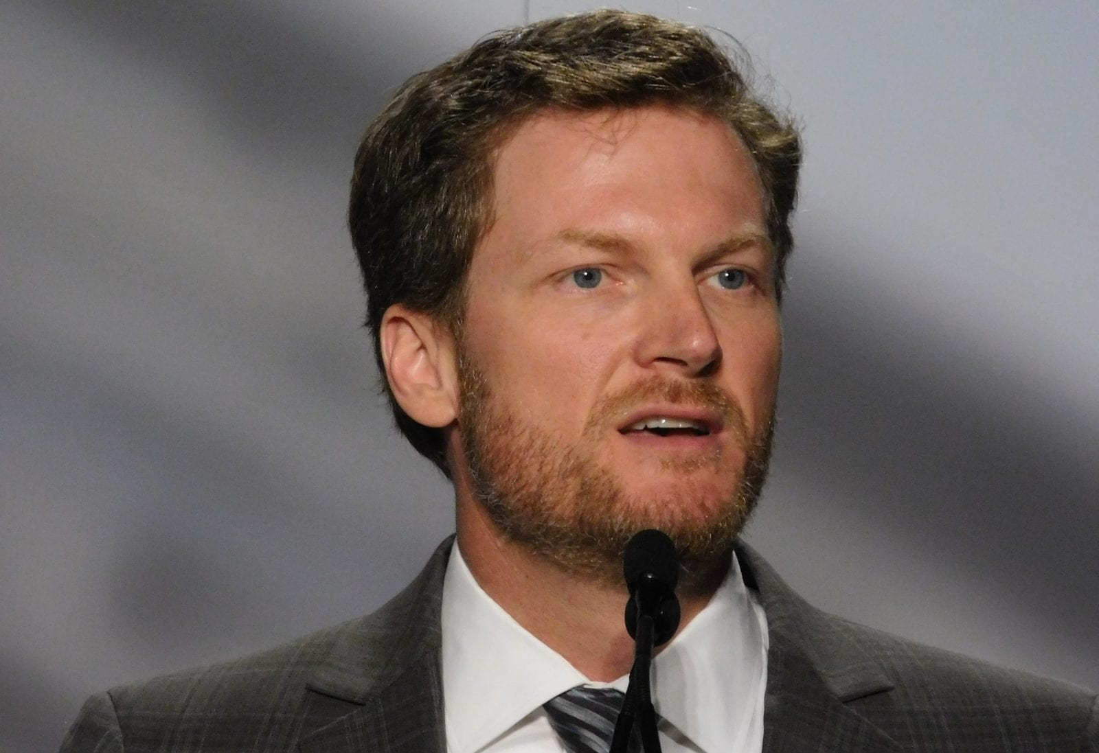 dale earnhardt jr welcomes the birth of his daughter isla rose
