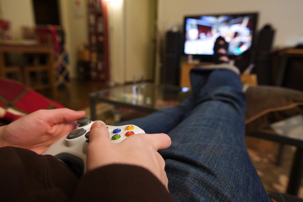 видео как парни играют в игры что самом