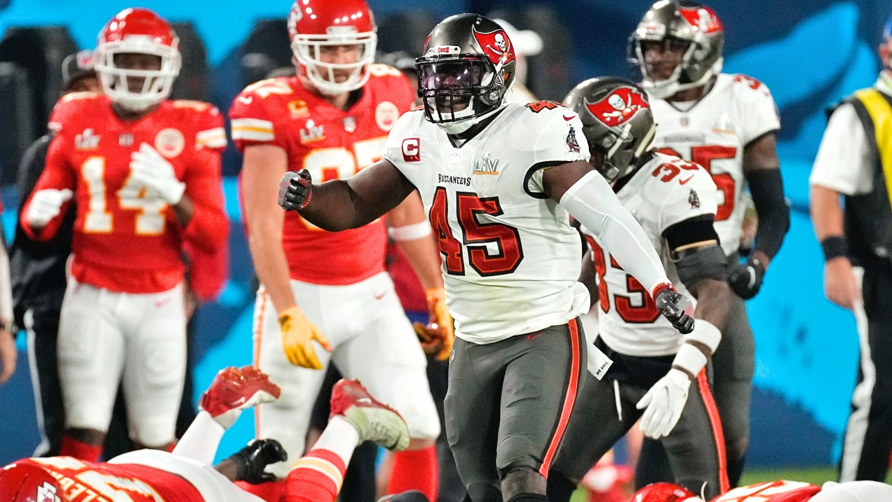 Tampa Bay Buccaneers Linebackers Devin White and Shaquil Barrett Give God 'All the Praise, Honor, and Glory' After Shutting Down Kansas City Chiefs to Win Super Bowl LV